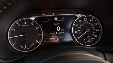 Nissan Juke - dials