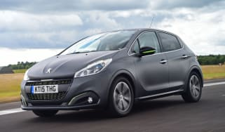 Peugeot 208 - front tracking