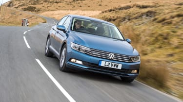 Volkswagen Passat - front panning
