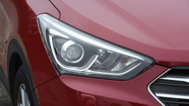Hyundai Santa Fe - front light detail