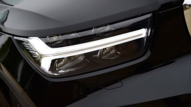 Volvo XC40 T3 - headlight