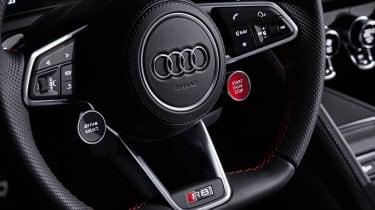 Audi R8 RWD Spyder - steering wheel
