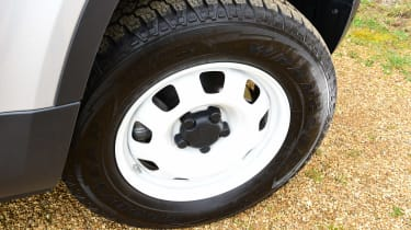 Land Rover Defender 90 D250 - wheel