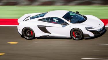 McLaren 675LT panning