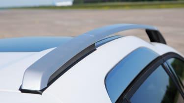 Peugeot 2008 1.6 e-HDi roof rails