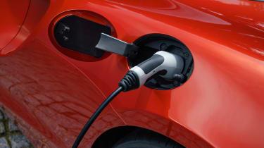 McLaren Artura - charging