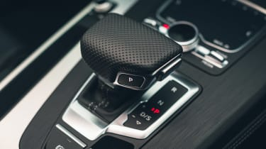 Audi Q5 55 TFSI e - transmission