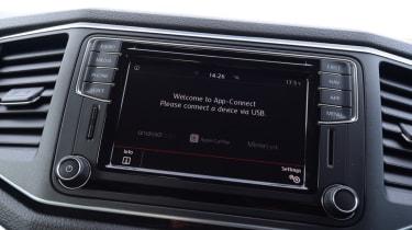 Volkswagen Amarok - central screen