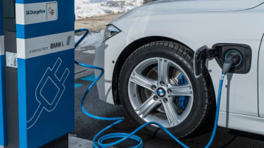 BMW 330e - charging detail