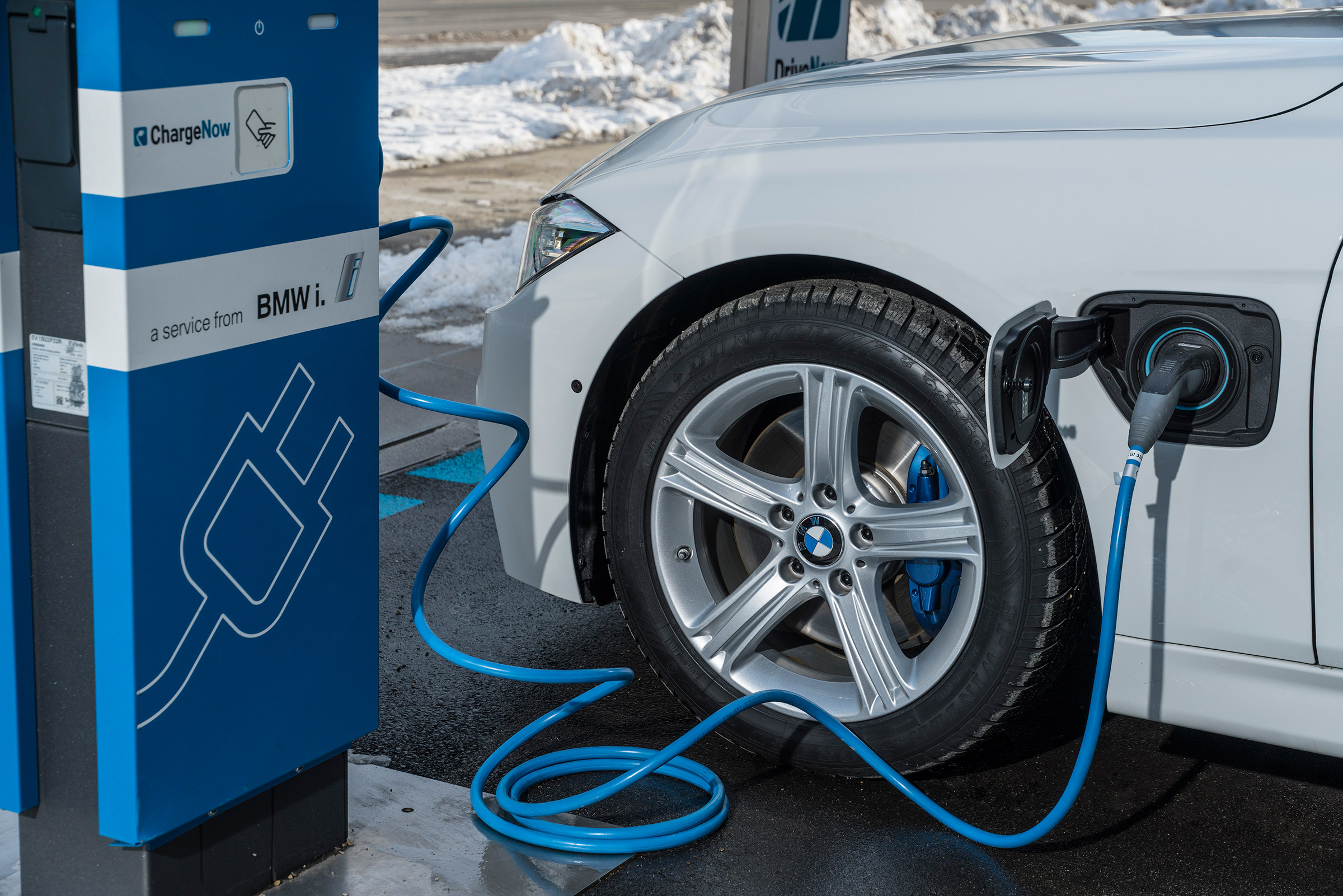 Motorway services and major fuel stations to have electric charging points  | Auto Express