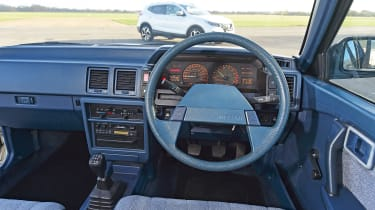 Nissan Bluebird - dash