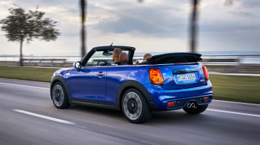 MINI Convertible - rear tracking