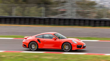 Porsche 911 Turbo S 2016 - side tracking