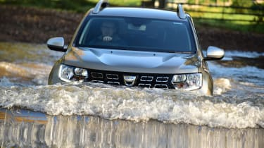Dacia Duster - water front