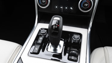 Jaguar XE - transmission