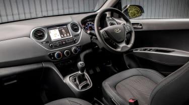 Hyundai i10 Play - cabin