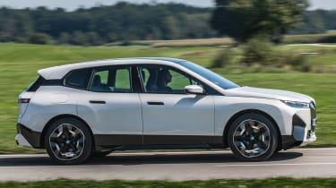 BMW iX - side