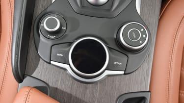 Alfa Romeo Giulia - controls