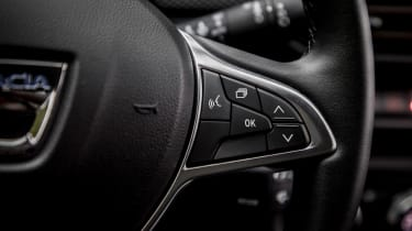 Dacia Sandero Stepway - steering wheel