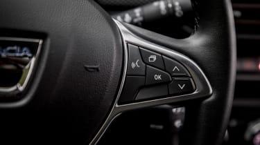 Dacia Sandero Stepway - steering wheel