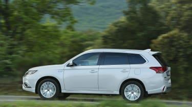 Mitsubishi Outlander PHEV - side