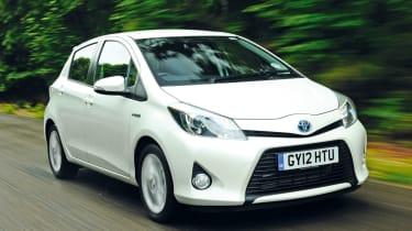 Toyota Yaris Hybrid front action
