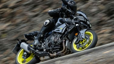 Yamaha MT-10 review - side tilt turn