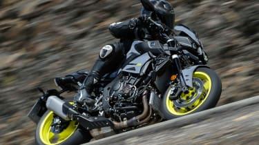 Yamaha MT-10 review - side tilt turn