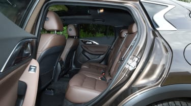 Infiniti QX30 2016 - rear seats