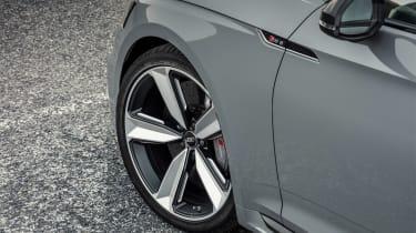 Audi RS 4 Carbon Edition - side detail