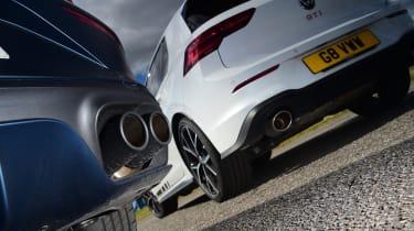 Volkswagen Golf GTI Clubsport vs Cupra Leon 300