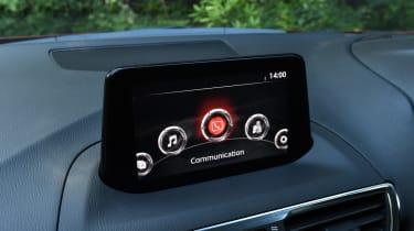 Mazda 3 Fastback - infotainment