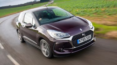 DS 3 Cabrio 2016 review - front tracking