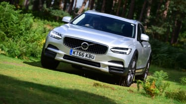 Volvo V90 Cross Country - grass front