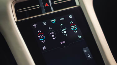 Porsche Taycan - centre console