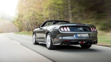 Ford Mustang Convertible - rear tracking