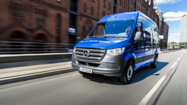 Mercedes e-Sprinter - front tracking