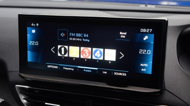 New Peugeot 3008 facelift 2020 screen