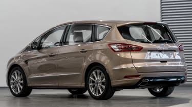 Ford S-MAX Vignale - studio rear quarter
