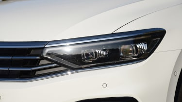 Volkswagen Passat GTE Estate - front light