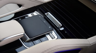 Mercedes GLS - touchpad