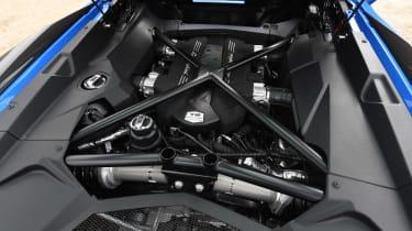 Lamborghini Aventador S Roadster - engine