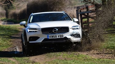 Volvo V60 Cross Country - front off-road