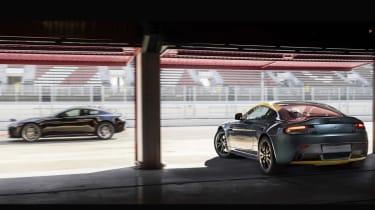 Aston Martin V8 Vantage N430 - garage