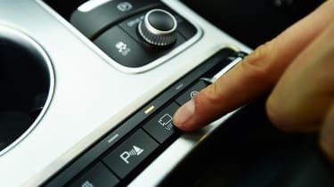 Kia Stinger - long-term final report camera button