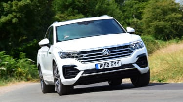 Volkswagen Touareg - front action