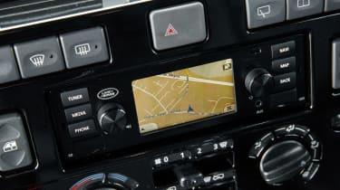 Land Rover Defender Works V8 - sat-nav