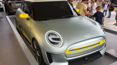 2019 MINI Electric Concept Goodwood front