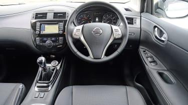 Nissan Pulsar - interior