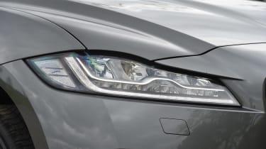 Jaguar F-Pace 25t - front light detail